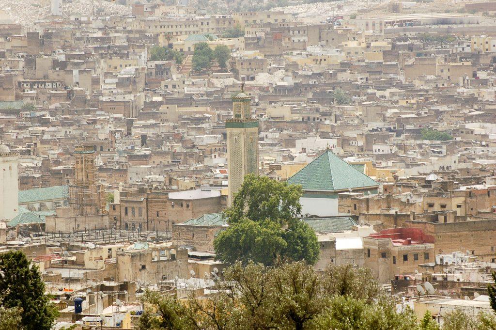 Medyna w Fezie w Maroku otoczona jest murami ciągnącymi się przez 8 kilometrów.