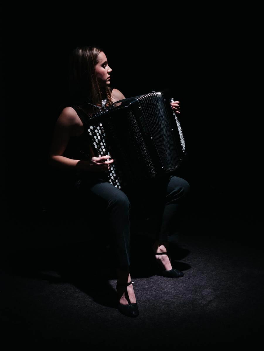 dziewczyna z akordeonem