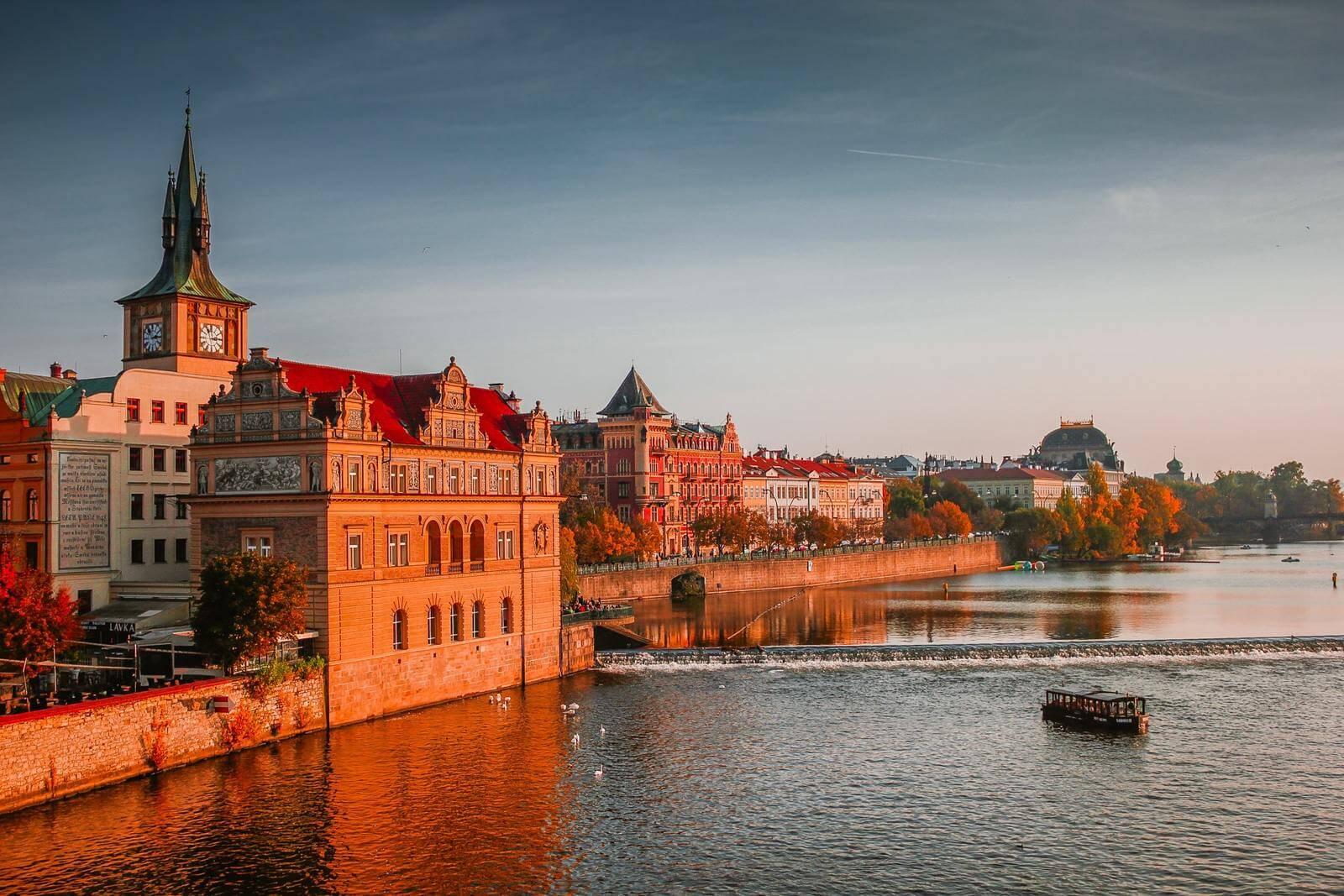 praga widok na miasto od rzeki