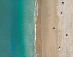 plaża i morze widziane z góry